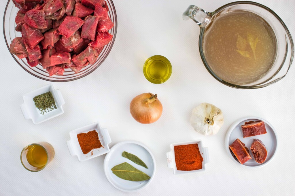 ingredients to make authentic hungarian goulash