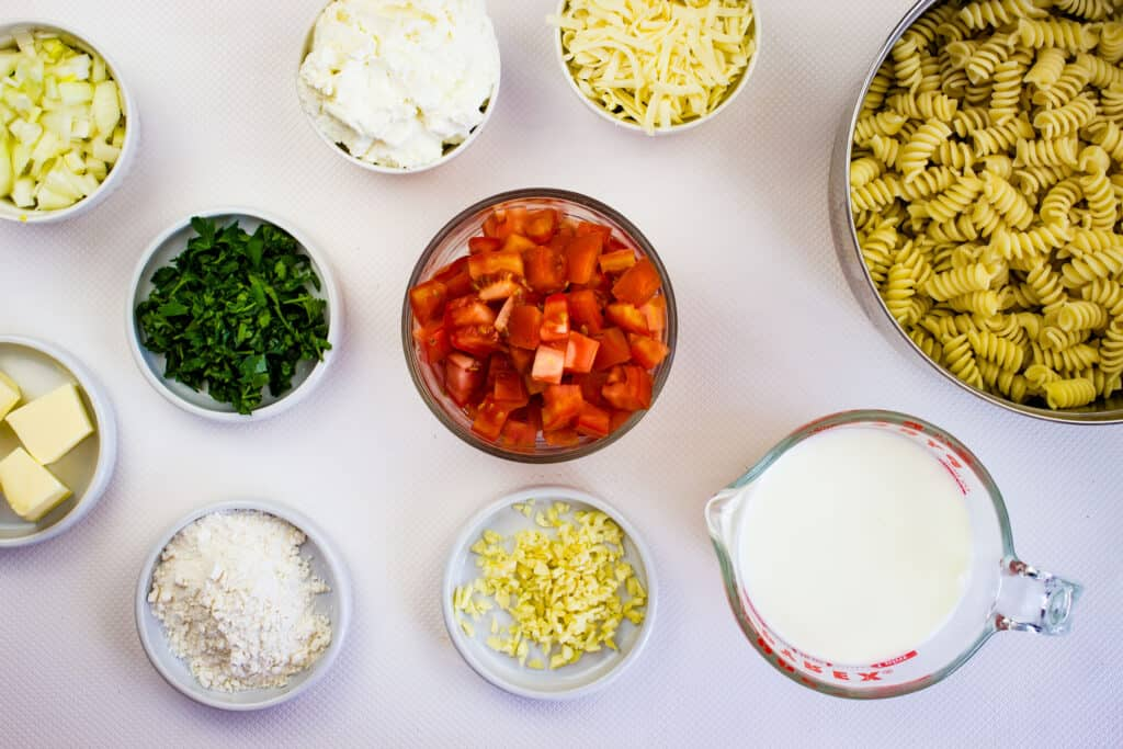 Ingredients to make creamy pasta with ricotta and tomatoes