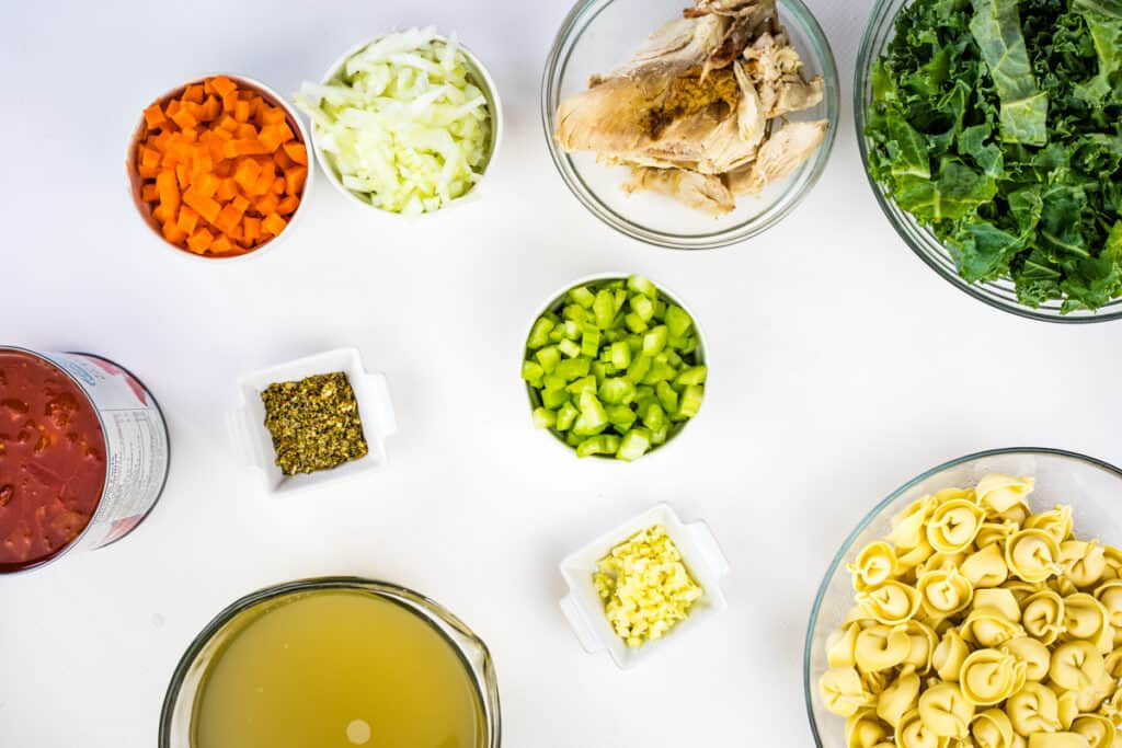 ingredients to make tortellini soup with kale and chicken